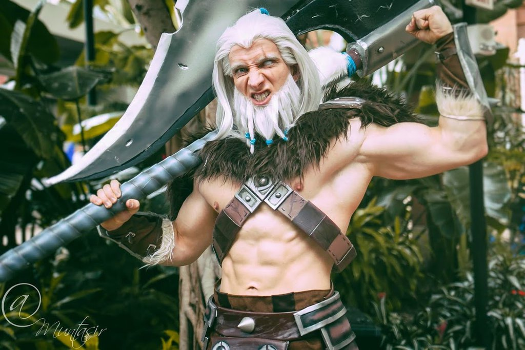 diablo_3_barbarian_cosplay_by_sevcosplay-d8k9vyo